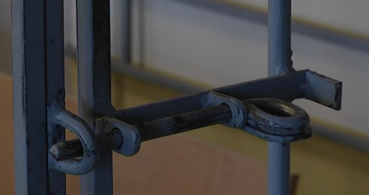 Мужчина из тюрьмы в Сургуте похищал деньги магнитогорских пенсионеров