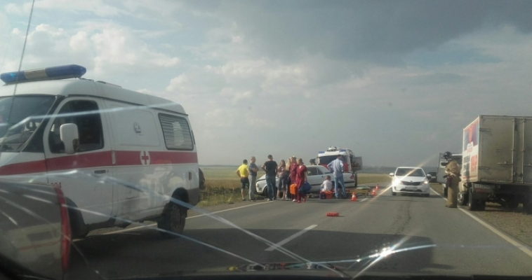 «Волга» всмятку, «Ладу» вынесло в кювет. На выезде из города произошло ДТП