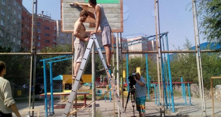 Кто, если не мы? Магнитогорские активисты своими силами восстанавливают разрушенные баскетбольные площадки