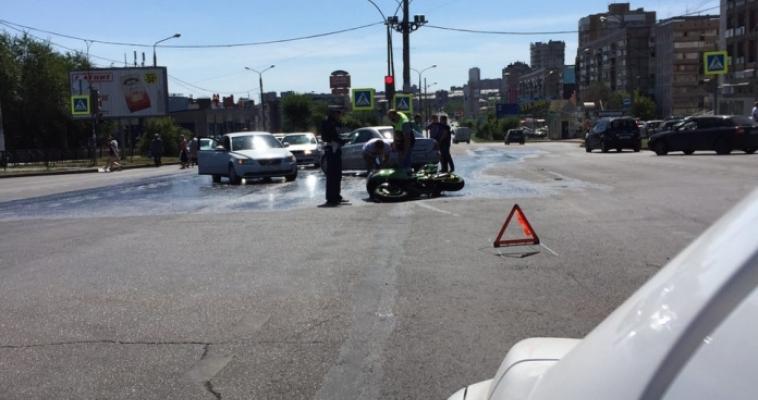 На Ленина мотоциклист попал в аварию