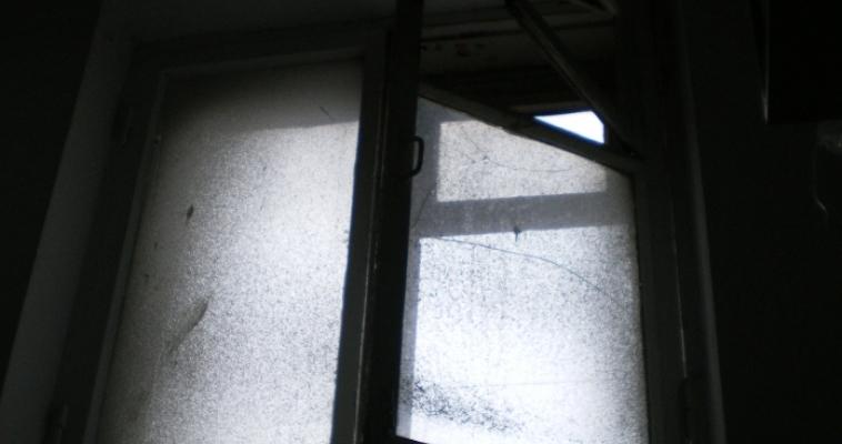 Из окна выпал маленький ребёнок