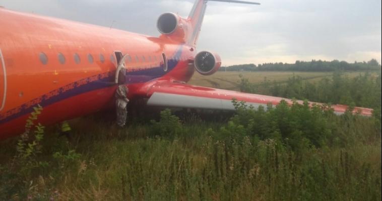 Из-за грозы самолёт «Сочи-Уфа» приземлился на крыло