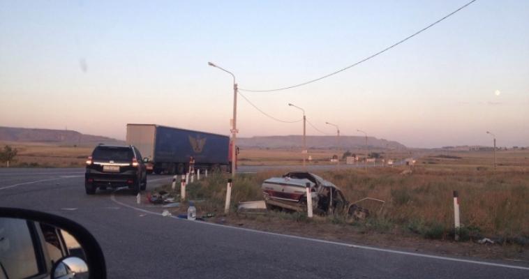 ВАЗ-2115 оказался под фурой: есть пострадавшие