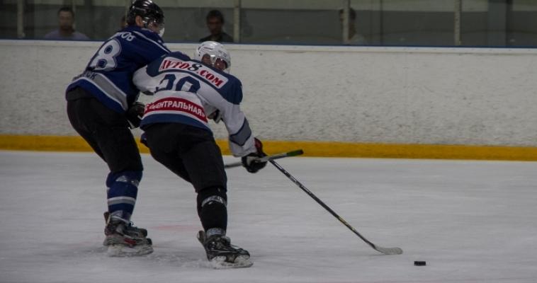 Вслед за профессионалами хоккейный сезон открыли любители