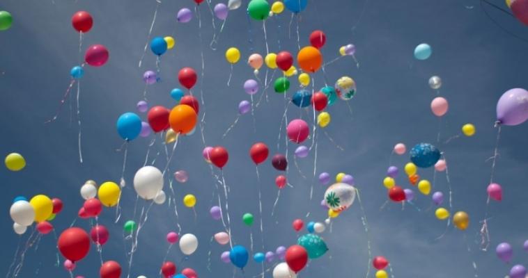 Итальянский школьник взмыл в небо с помощью 200 шариков