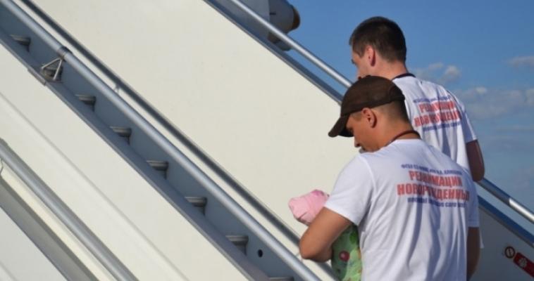 Спецборт МЧС эвакуировал двух тяжелобольных малышей из Челябинска в Санкт-Петербург