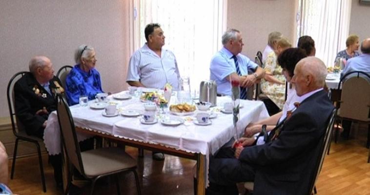 Ветераны Курского сражения встретились с ветеранами труда и тыла, а не с молодежью