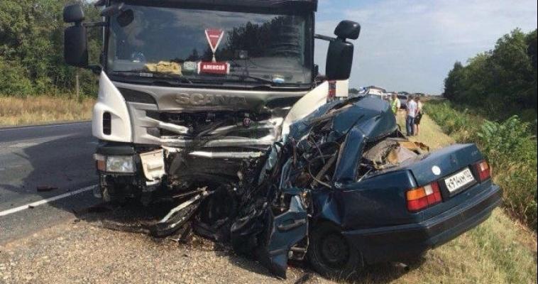 Водитель просто уснул? Подробности и видео страшной аварии на трассе в Татарстане