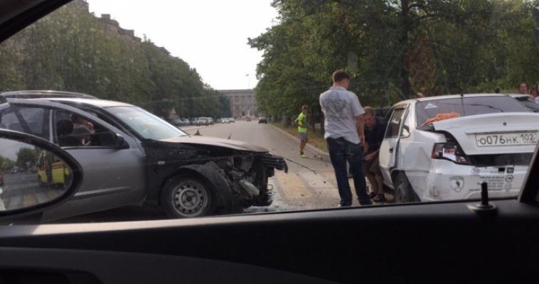 Возле парка Металлургов произошло серьёзное ДТП