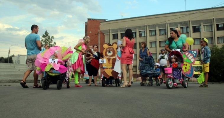 Феи, Цыплята и Скорая помощь. Необычный семейный парад прошёл по Площади народных гуляний