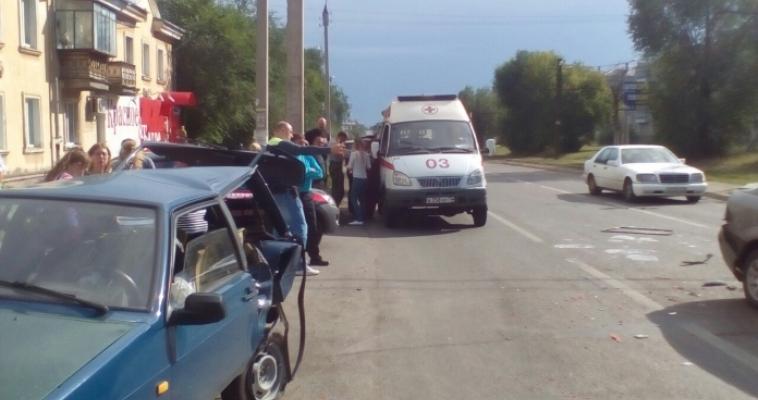 На пересечении улиц Советской и Комсомольской произошло серьёзное ДТП