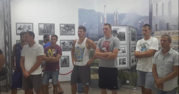 По примеру народного директора. Баскетболисты побывали в музее