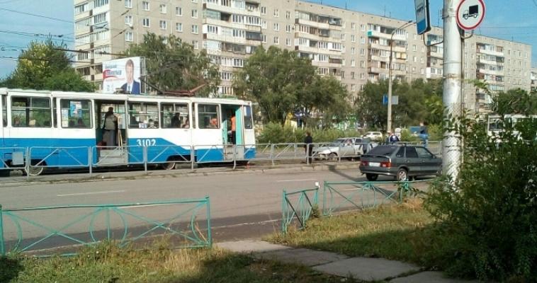 ВАЗ выехал на «встречку» трамваю. Необычное происшествие на рельсах города