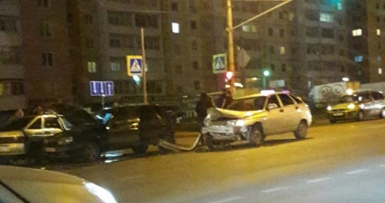Вот это поворот! На проспекте Ленина произошло двойное ДТП