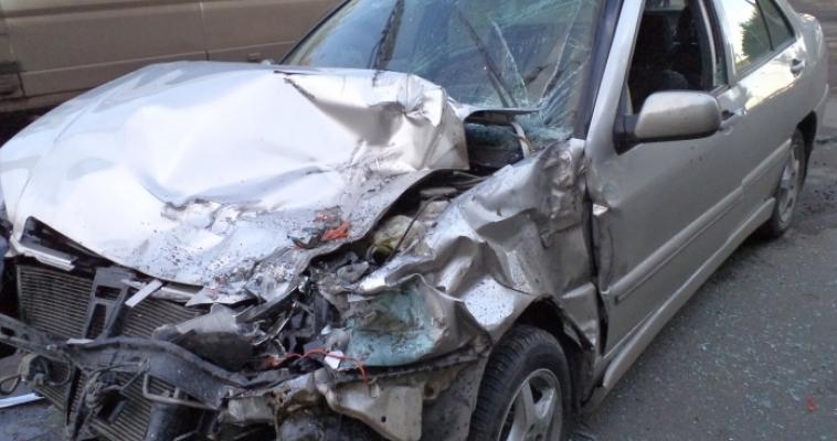 Одна авария с «КамАЗом», другая – с грузовиком: двое госпитализированы