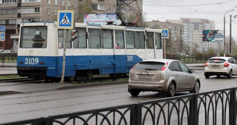 Жительница Магнитогорска получила травмы, упав в трамвае