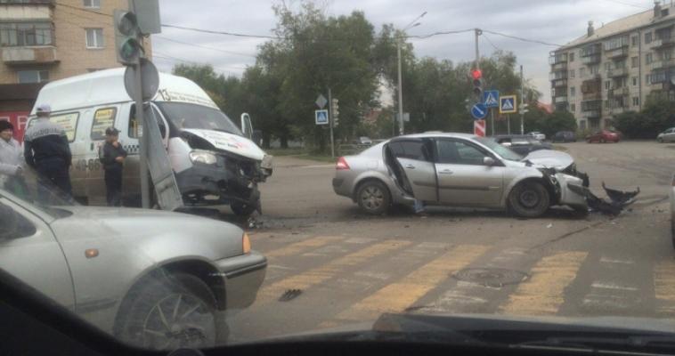На злосчастном перекрестке авария с пассажирской «ГАЗелью»