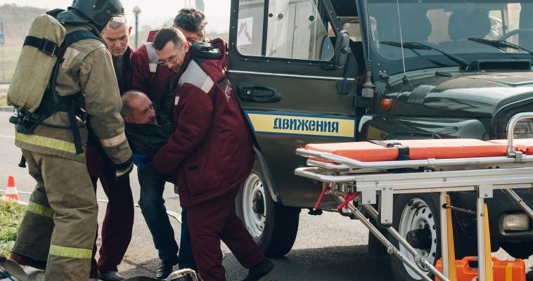 Пассажир десять минут провёл в «горящем» автомобиле, но выжил