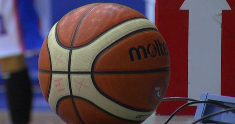 Школьникам показали как надо играть в баскетбол. В школе №5 прошел необычный мастер-класс