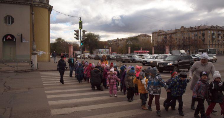Дошколят на автобусе прокатили и рассказали о «Законах улиц и дорог»