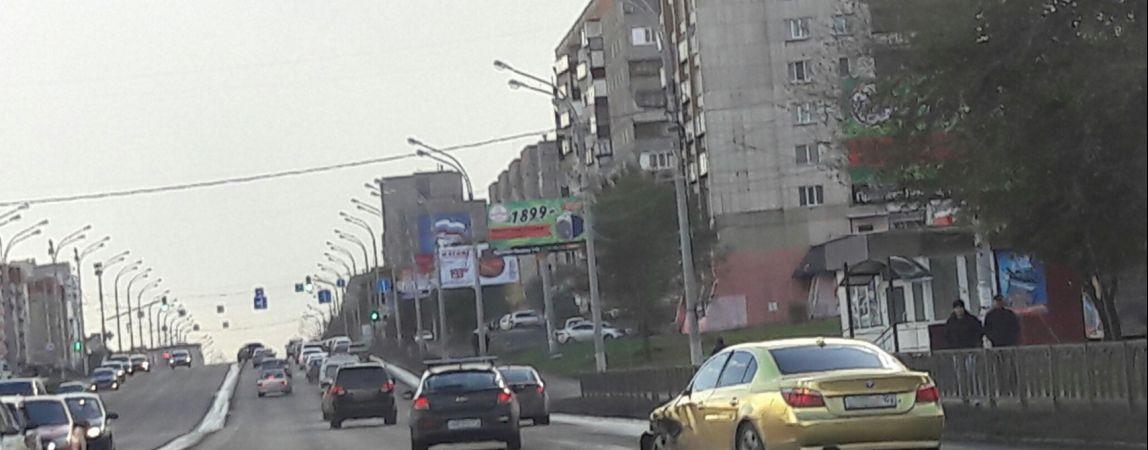 Две иномарки попали в ДТП — на проспекте Ленина серьезная пробка