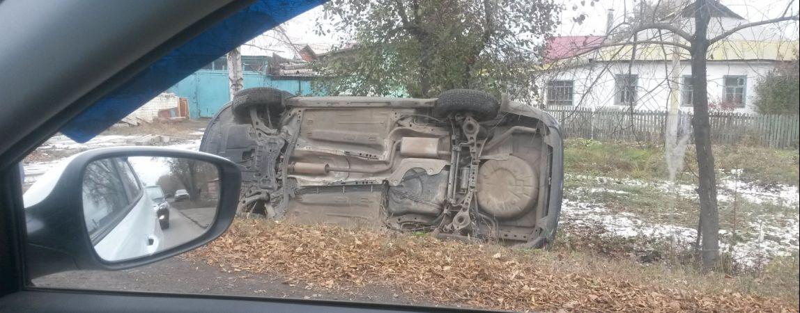 На Оренбургской перевернулась машина