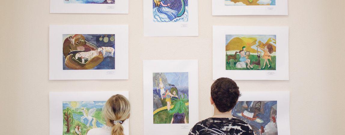 Нарисовали Зевса, Геракла и гору Олимп. Сегодня в детской школе искусств №2 открылась выставка «Мифы Древней Греции»