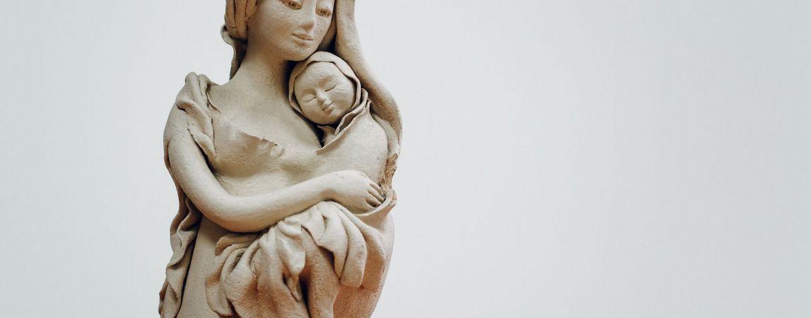 Материнство, достойное награды. Две многодетные матери награждены знаком отличия