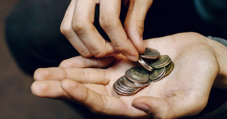 Денег не будет ещё три года. Пособие по бедности введут не скоро