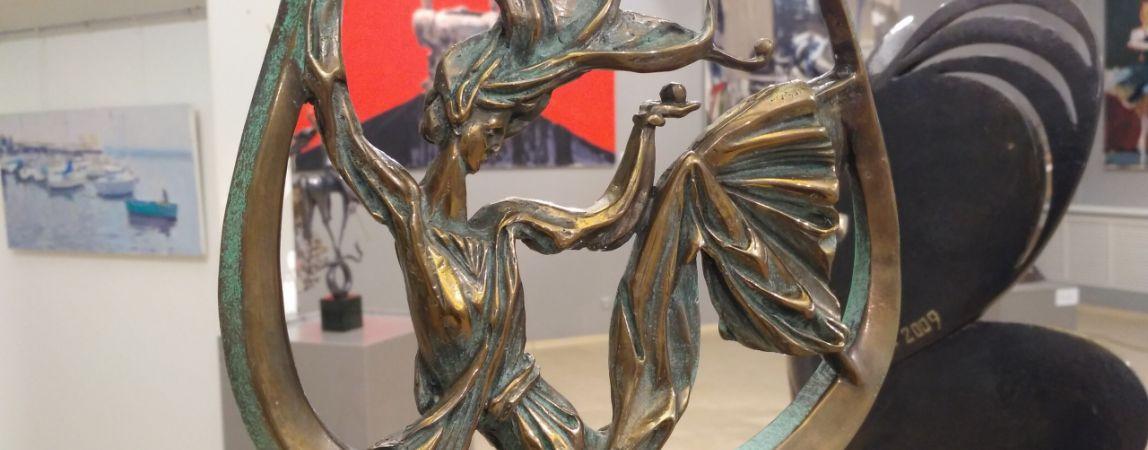 Яркие краски и четкие линии. В Магнитогорской картинной галерее открывается выставка «Движение, цвет, форма»