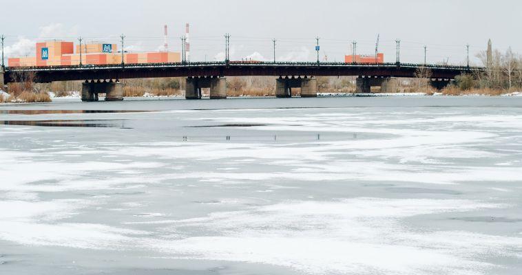 Для рыбаков и не только: Спасатели назвали безопасную для человека толщину льда