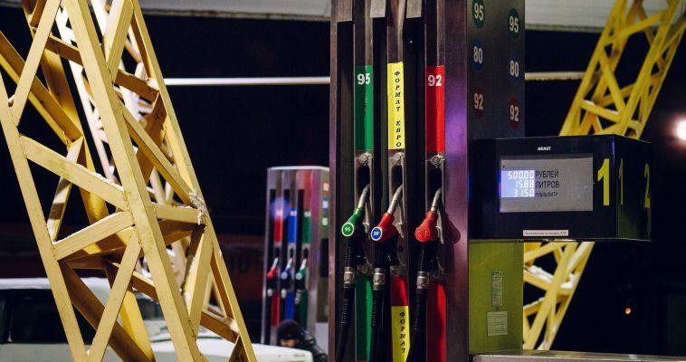 Сразу на рубль. Цены на топливо идут вверх