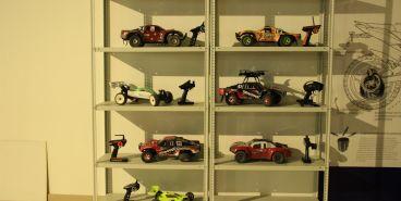 «Ралли Париж — Дакар» в миниатюре. В Магнитогорске прошли соревнования среди внедорожников на радиоуправлении