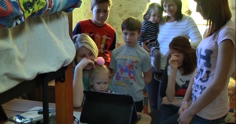 Десять детей — восемь приемных. Южноуральская семья стала лучшей в России