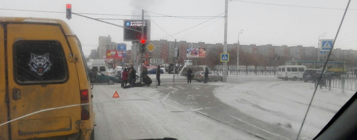 На перекрёстке Ленина и Завенягина сбили человека