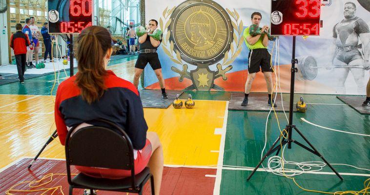 И всё-таки гири: в Магнитогорске проходит турнир по силовым видам спорта