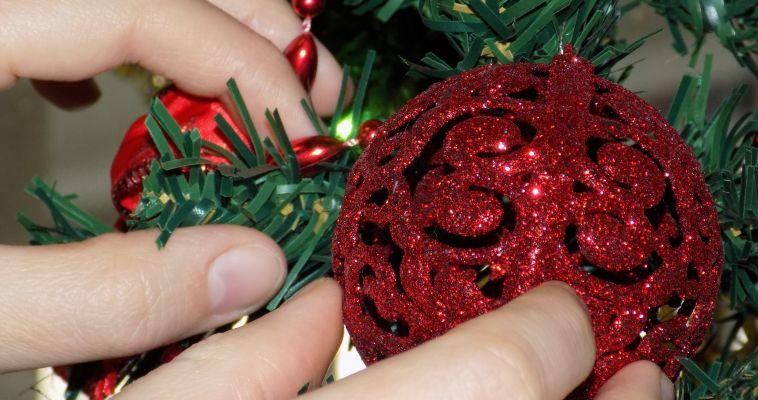 Подготовитесь к празднику без суеты, или 6 советов как украсить новогоднюю елку в преддверии Года Петуха