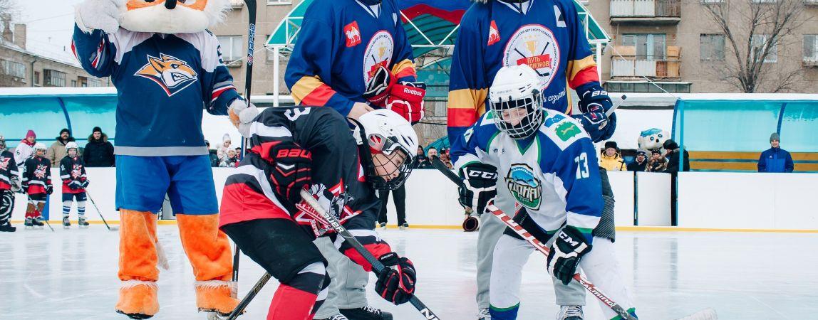 Второе рождение стадиона «Малыш»: Хоккеисты «Металлурга» сыграли с дворовыми командами