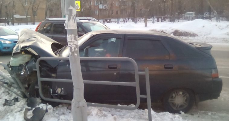 Мужчина в крови просил помощи у прохожих. На перекрестке Суворова-Гагарина произошла авария