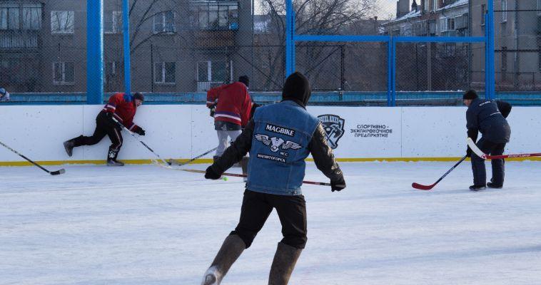 Байкеры надели валенки и сыграли в хоккей