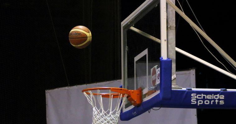 Все на баскетбол! Горожан приглашают поболеть за земляков и принять участие в конкурсах