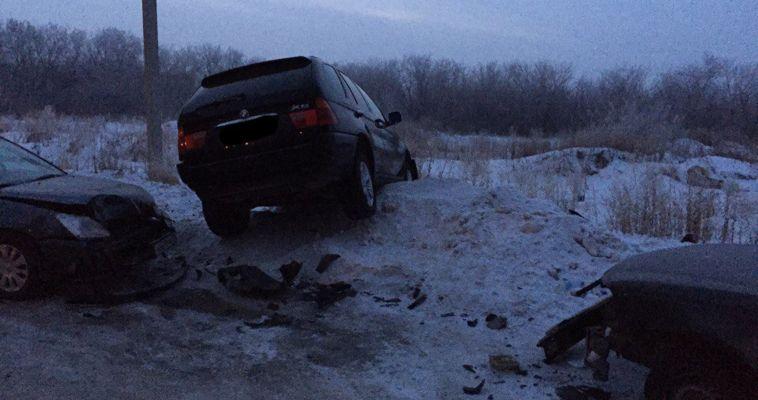 Посадка прошла успешно! Автоледи на BMW повредила три машины