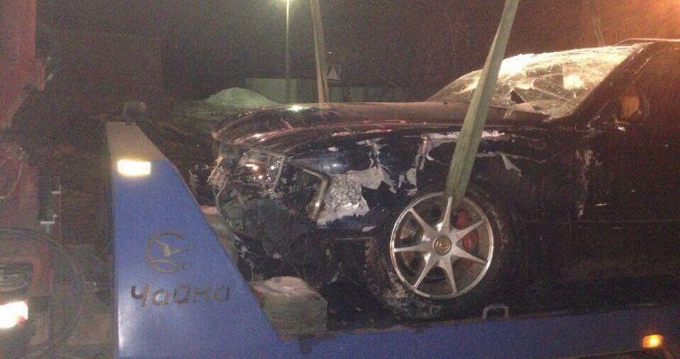 Водитель «Лексуса» повредил ларек и убежал от ГИБДД