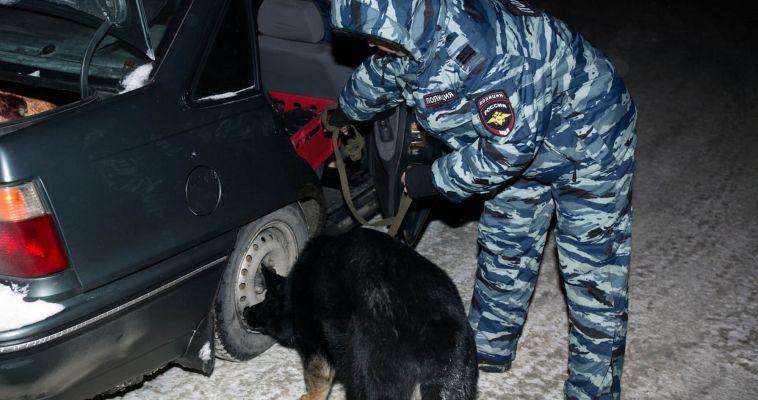Наркотики и оружие стали «добычей» полицейских этой ночью