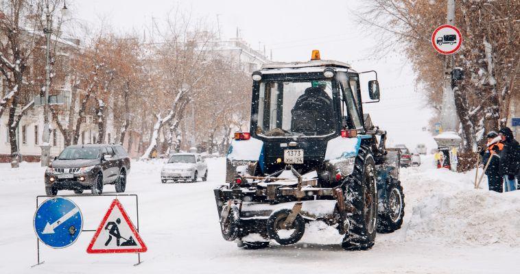 Хорошо расчистили! Вместе со снегом убрали дорожный знак