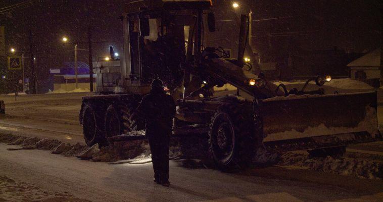 В ДСУ решили сменять водителей снегоуборщиков на ходу