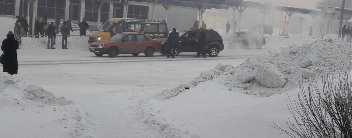На Комсомольской площади столкнулись две иномарки