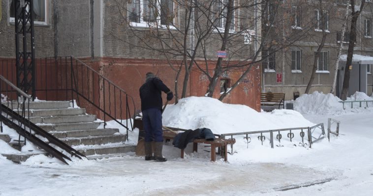 Как магнитогорским дворникам работается в морозы?