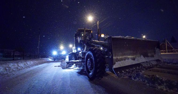 ДСУ взялись за очистку поселковых дорог