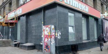 И это законно! Представители администрации продолжают срывать рекламные конструкции со стен домов
